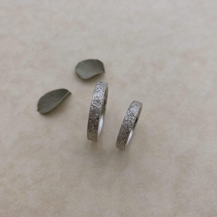 大好きな花をマリッジリングに・・・彫りの結婚指輪